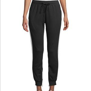 Jogger with side stripe and ankle zip detail/black